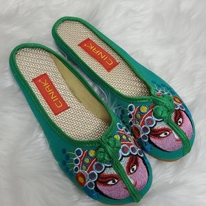 Cinak slippers Asian inspired embroidery sz: 9